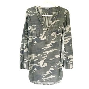 3/$20!!! Express* Camouflage Blouse Button Down XS